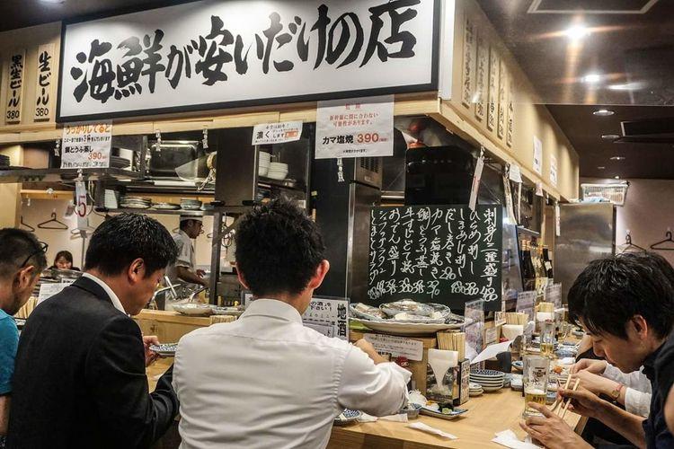 Restaurant People Food Men Indoors  Japanesecuisine BYOPaper! Visual Feast The Photojournalist - 2017 EyeEm Awards EyeEmNewHere EyeEm Best Shots