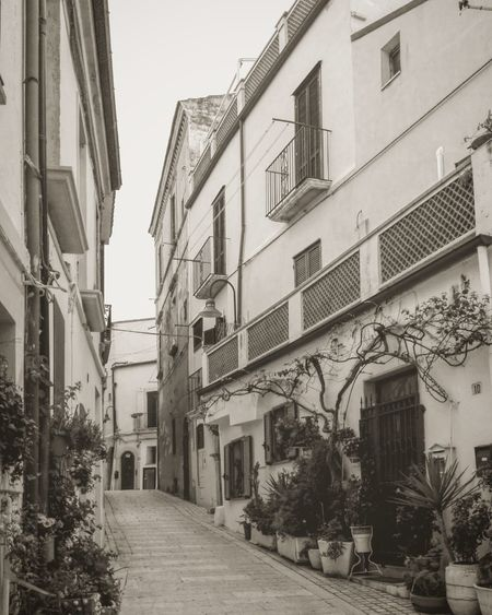 Architecture Building Exterior Built Structure Street Residential Building No People Cityscape MoliseTermoli  Italia Italy Village Village View Streetphotography Streetphoto_bw Bw Bnw Black And White Architecture Borgo Village Photography Villagescape Termoli  Termoli  Molise Italy