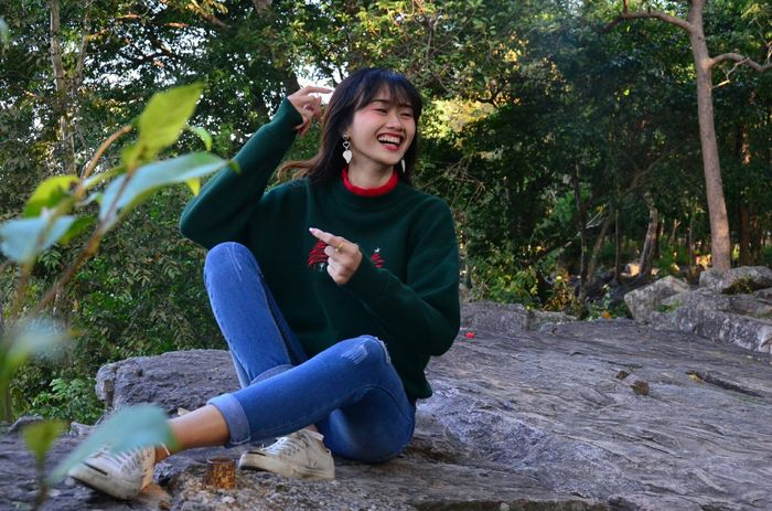 Women People Smiling Happiness Cool Day Outdoors Beauty Beautiful Woman Travel Lifestyles Enjoy Photography Day Relaxation Christmas Day Naturelover Love Seasons Change Happy Time Thailand EyeEm EyeEm Selects Cool Tree Fun Perspectives On Nature