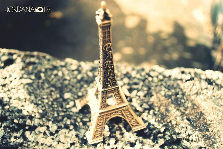 Primeira atividade da escola. Jordana Lee Eiffel Tower Tour Eiffel First Eyeem Photo