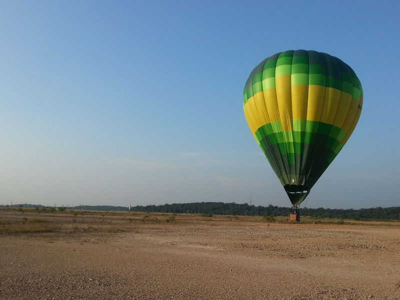 Hot Air Ballooning at Putrajaya, Malaysia. Now you can do this as a company called MyBalloon Adventure operates commercial flights daily. Hotairballoon Putrajaya Myballoonadventure Malaysia Myballoonfiesta Photography Hotairballoons Sky Skyporn Landscape Photo