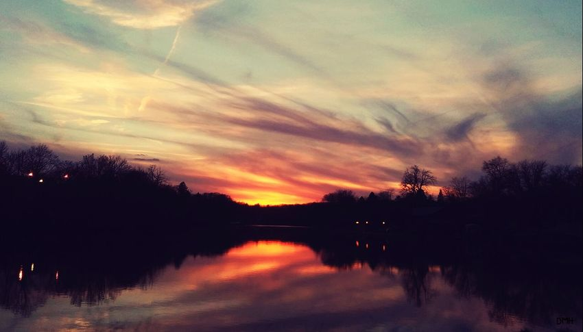 Reflection Sunset Tree Cloud - Sky Scenics Nature Sky Beauty In Nature Outdoors Water Tranquil Scene Silhouette Tranquility Sunlight Pretty♡ Iowa Taking Photos Check This Out Picturejunkie Iowariver River View Riverbend