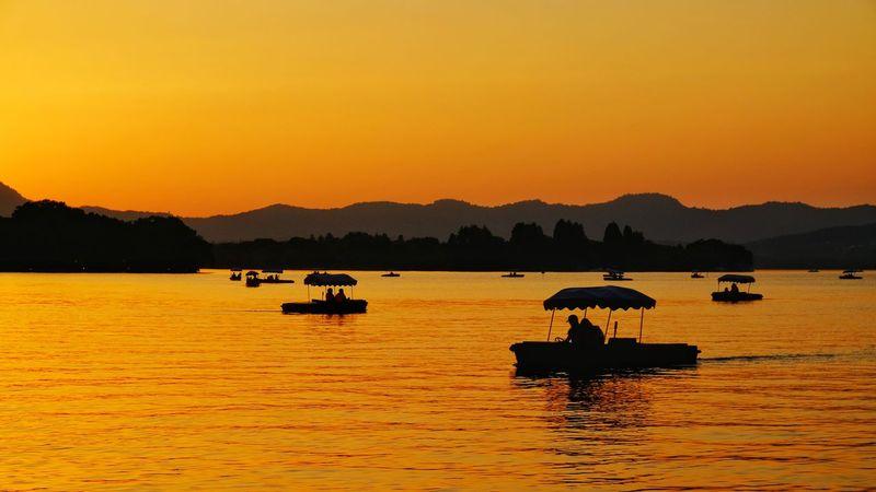 Sunset Silhouette Reflection Lake Mountain Outdoors Nature Scenics Travel Destinations China View Yellow West Lake, Hangzhou Hangzhou,China Light And Shadow Lake View Vacations Warm Glow Travel Mountain Range Boat Landscape Nature Summer FUJIFILM X-T10
